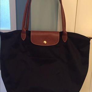 Black Longchamp bag - medium Le Pliage