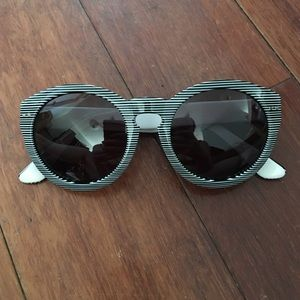 Madewell Accessories - Black and white striped Madewell sunglasses