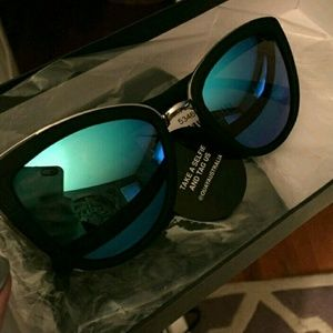 Quay Australia Other - Quay sunglasses. Good condition with tag still on