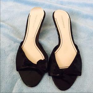 Predictions Shoes - 🌺cute little black heels!🌺
