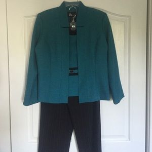 KS Selection Other - Petite Dark Green Pant Suit Set