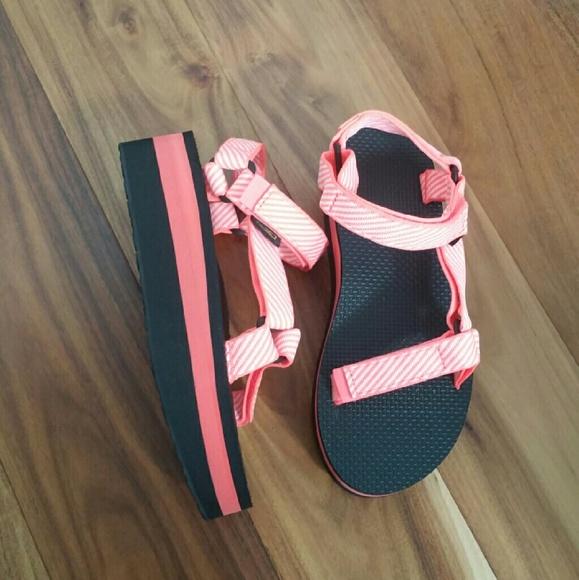 1cad5901230 NIB Teva Universal Flatform Sandal
