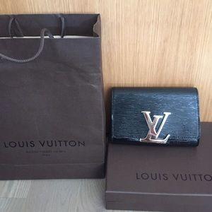 Louis Vuitton black patent leather purse w  strap