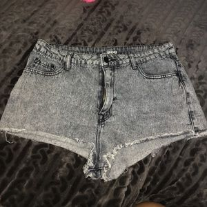 fe0591ba577a High waisted denim shorts Slouchy taupe top Red ...