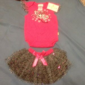 Baby girl 2 piece skirt outfit 6-9 months