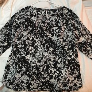 Black and white 3/4 length sleeve blouse
