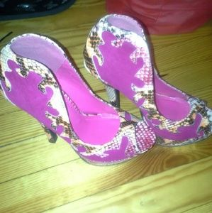 Liliana Shoes - Liliana Peep Toe Heels...Sz: 7.5...Pink