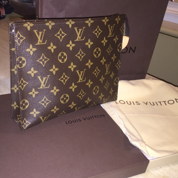 7e6b16ec3200 Louis Vuitton Handbags - Louis Vuitton Toiletry pouch 26