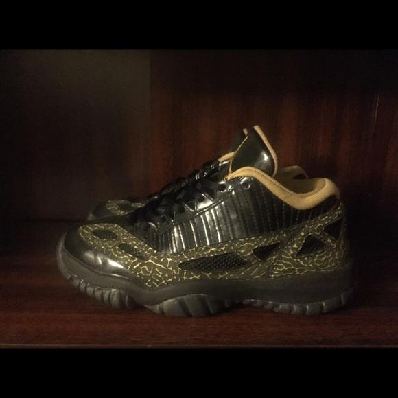 size 40 37870 cee13 Women's Jordan 11 black gold white size 8