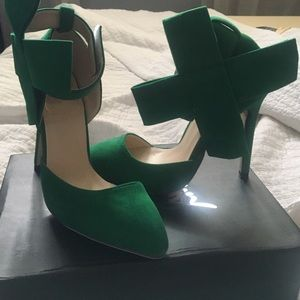 Shoes - Green stilettos with bow enclosure