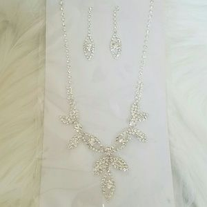 Jewelry - NWT rhinestones bridal earring and necklace set