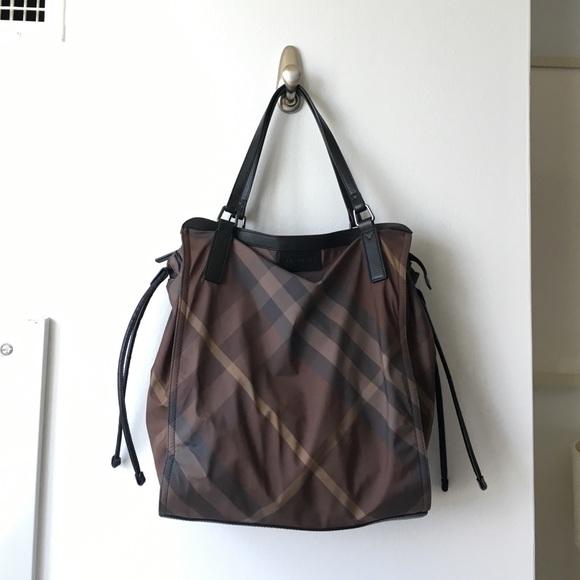 d9e724a16eae Burberry Handbags - BURBERRY Buckleigh Packable Tote