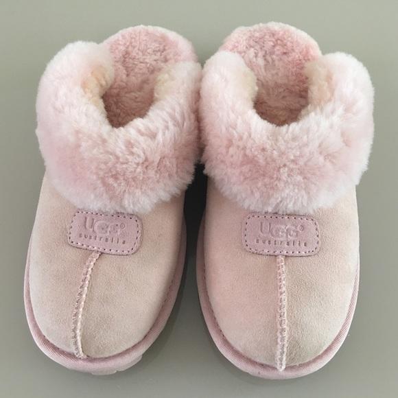 3422ce0cb2d Ugg Light Pink Slippers. M 57c4903f5c12f81155064c8a