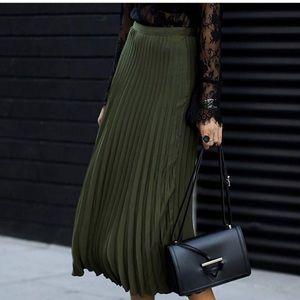 Pleated forever 21 skirt