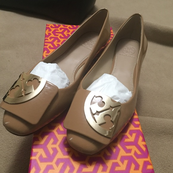 Brand new tory burch square toe logo flats