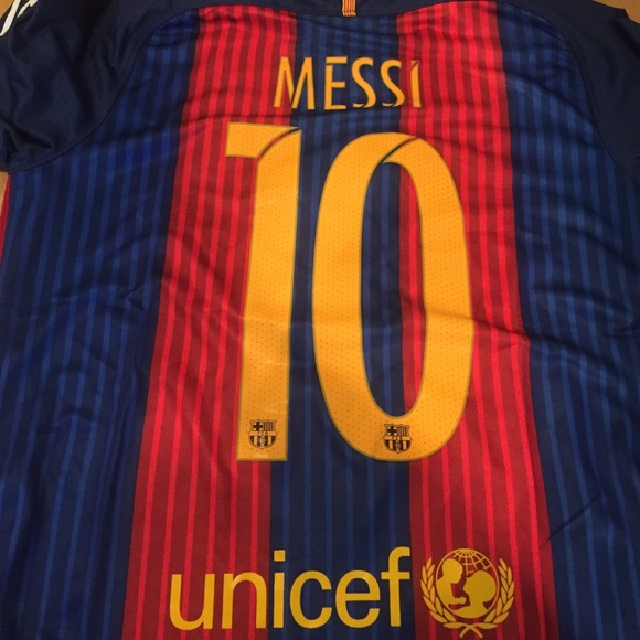 sale retailer ab8a6 4140e Nike Lionel Messi Barcelona Home soccer jersey NWT
