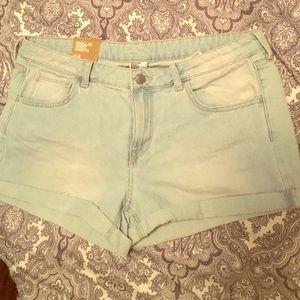 Light wash denim shorts!