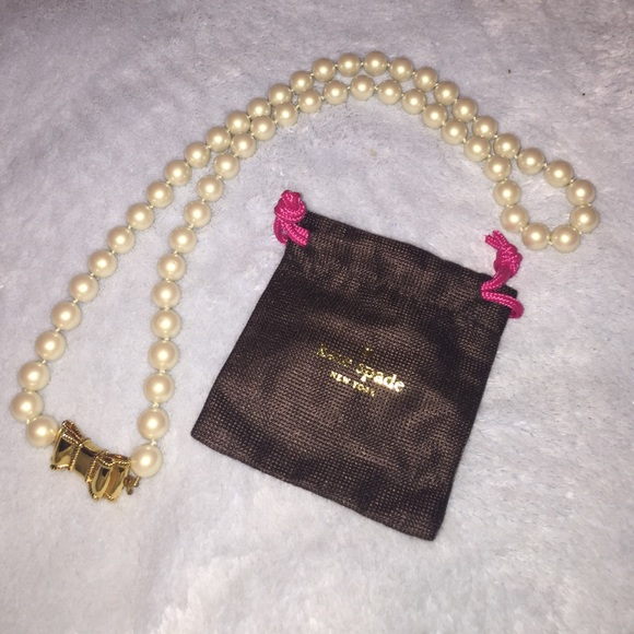 Kate Spade Pearl Bow Necklace: Put A Bow On It Pearl Necklace