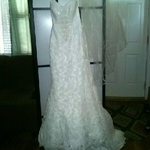 Oleg Cassini Dresses & Skirts - OLEG CASSINI Ivory wedding dress size 0