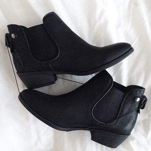 Steve Madden Shoes - ️Black Chelsea booties