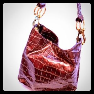Faux croc brown handbag w/gold hardware