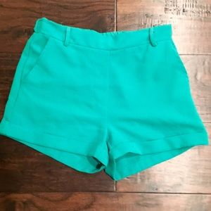 Dressy green trouser short