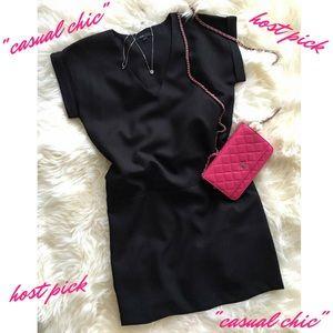 🎉🎉HP🎉🎉Front Pocket V-Neck Shift Dress