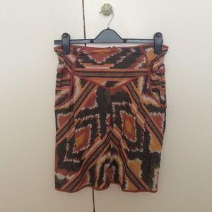 Printed high waisted mini skirt.
