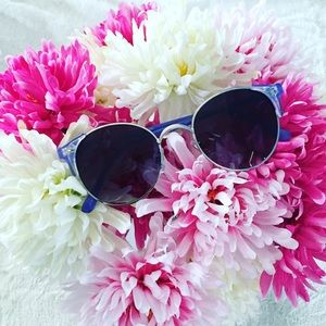 Quay Australia Accessories - NWT Quay Ivy Sunglasses in Purple & Black