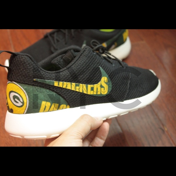 buy popular e7671 c1fb4 Green Bay Packers Nike Roshe One Custom Men