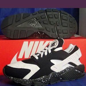 Nike Other - Nike id fleece huaraches 7.5 mens