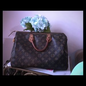 LOUIS VUITTON authentic speedy 35 bag