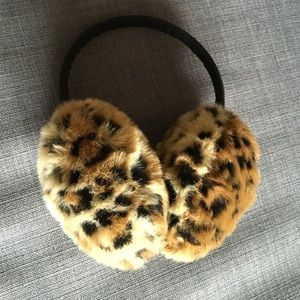 Accessories - leopard ear puff