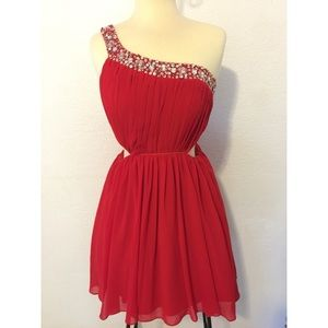 City Studio Dresses & Skirts - City studio red one shoulder prom dress size 9