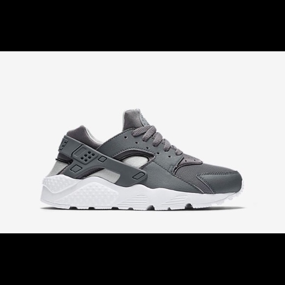 Nike huaraches gray and white 4.5 Youth