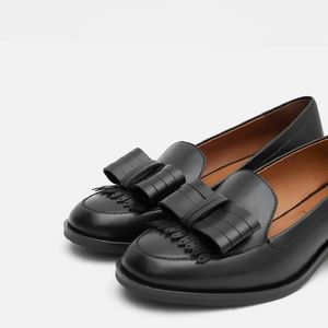 Leather loafer with bow -- Zara
