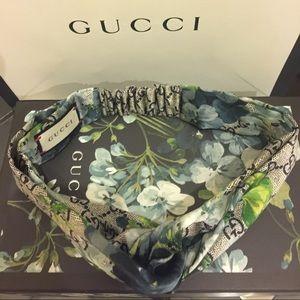 430a640a711 Gucci Accessories - Gucci GG Blooms print silk headband