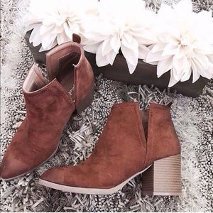 Chestnut v-cut ankle Bootie