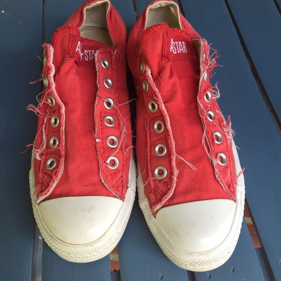 6720c9cfc2 Red distressed lace less Converse All stars