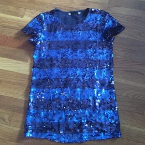 Tops - 🎉🎉HP🎉🎉 Two tone blue sequin shirt