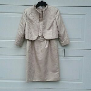 Elie Tahari Dresses & Skirts - Stunning dress can be mother of the bride NWT