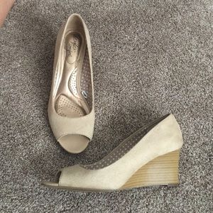 Shoes - Super cute suede wedges