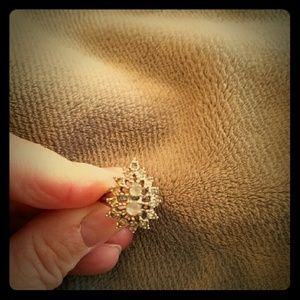 Jewelry - Womens silver color and crystals ring