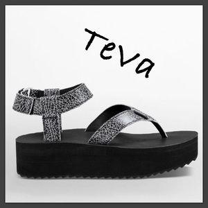 Teva Shoes - 🍄NEW TEVA FLATFORM SANDAL CRACKLE🍄