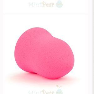 Mint Pear Beauty Other - Mint pear Beauty Blending Sponge