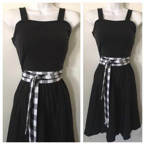 VINTAGE Pleated 70s Dress