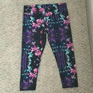 Fabletics Pants - Fabletics Salar Capri leggings