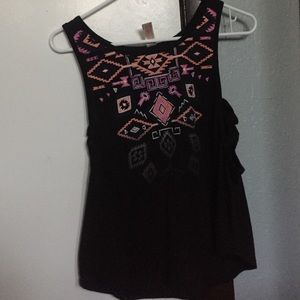 Tops - Tank top black and a x on the side
