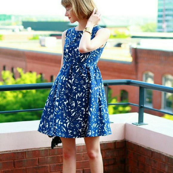 89f69b1c4892 Zara Blue & Off White Floral Dress. M_57c760b44127d015f5000e13