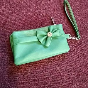 Saxx Handbags - Green bow wristlet